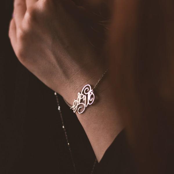 Серебряный браслет с буквой или монограммой
