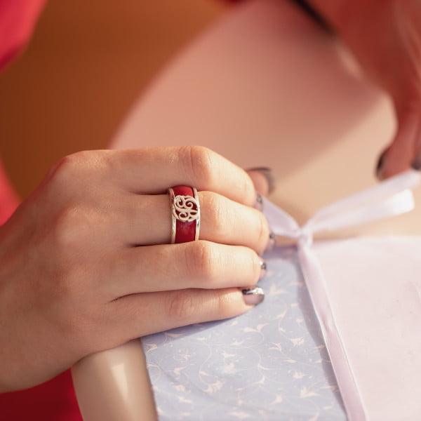 Серебряное кольцо с позолотой с буквой или монограммой и вставкой