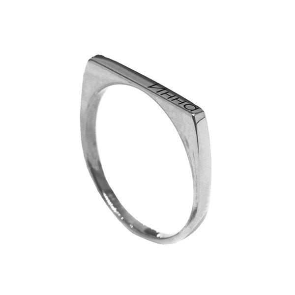 Кольцо из белого золота с именем или надписью