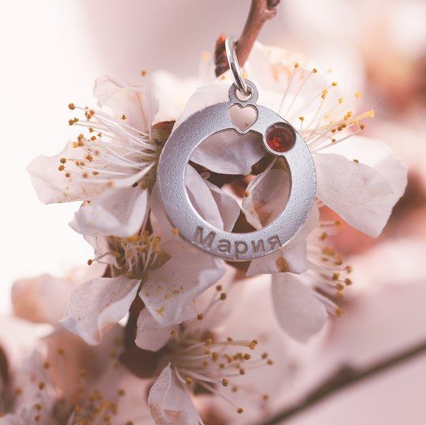 Подвеска из белого золота с сердечком, с именем и вставкой