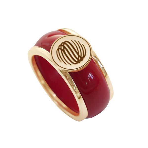 Кольцо из желтого золота с логотипом  и керамикой вставкой