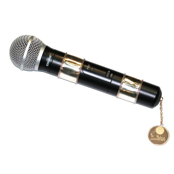 Микрофон с золотой инкрустацией