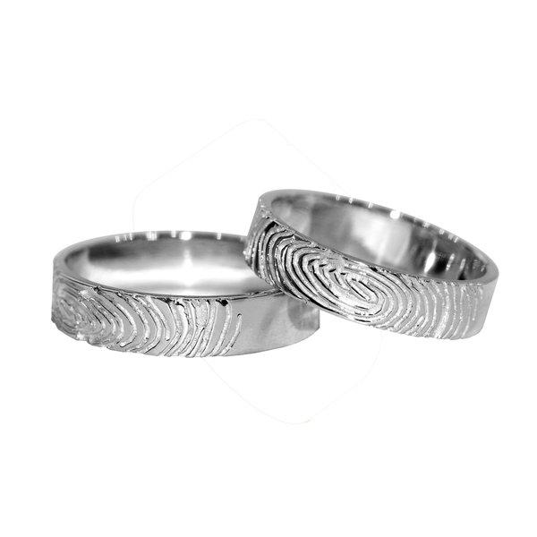 Кольцо из белого золота сотпечатками пальцев