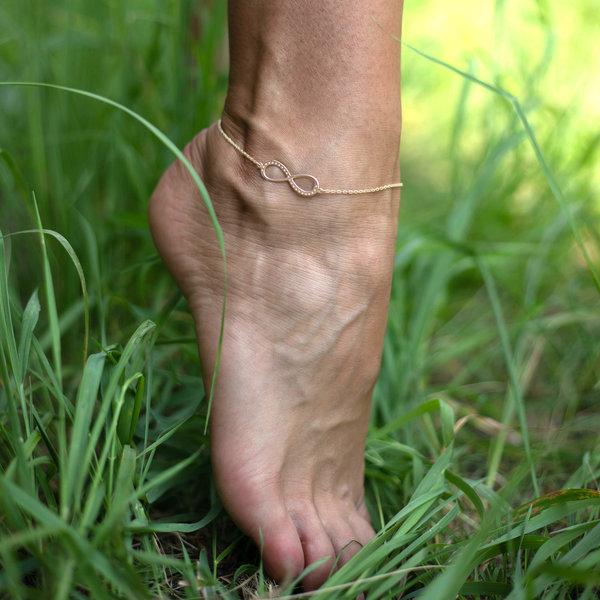 Серебряный браслет с желтой позолотой бесконечность на ногу