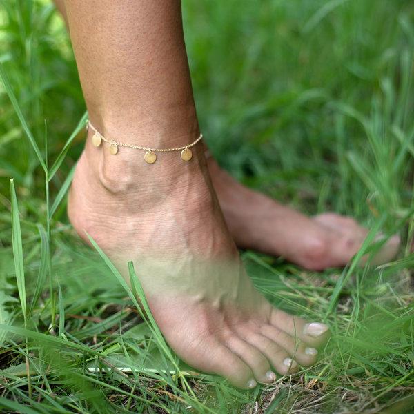 Серебряный с желтой позолотой браслет с монетами на ногу