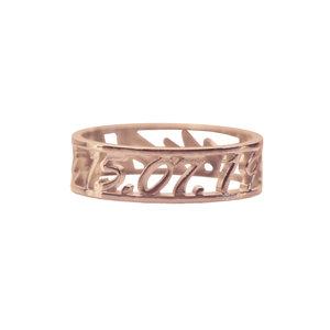 Золотое кольцо с именем и датой рождения
