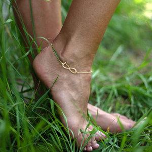 Серебряный браслет с желтой позолотой бесконечность на ногу с именами