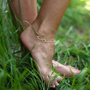 Золотой браслет бесконечность на ногу с именами