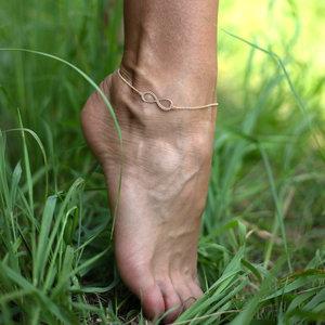 Золотой браслет бесконечность на ногу