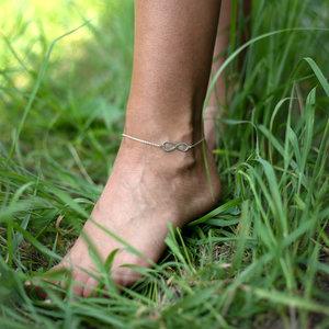 Браслет избелого золота бесконечность на ногу